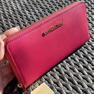 Authentic Michael Kors LG Continental Wallet